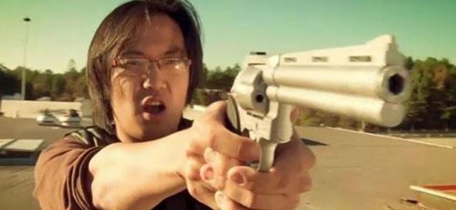 Freddie Wong est un petit génie des effets spéciaux... Toutes ses meilleures œuvres sont sur Frékence Flash ! :-)